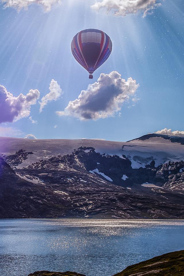 Ballons and Lake Wallpaper