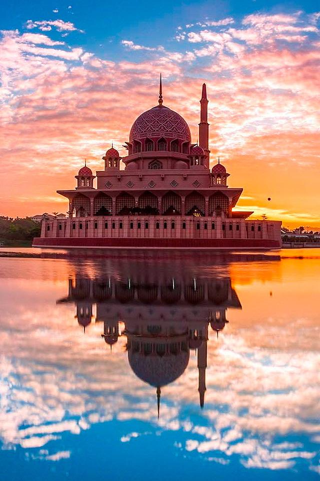 Mausoleum Reflection Wallpaper
