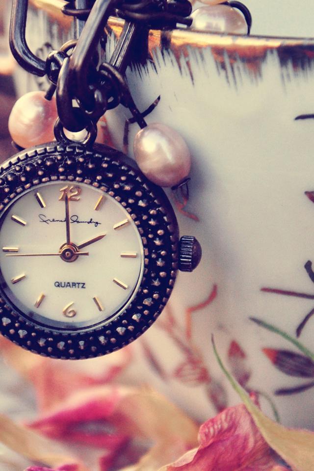 Girly Clock Wallpaper