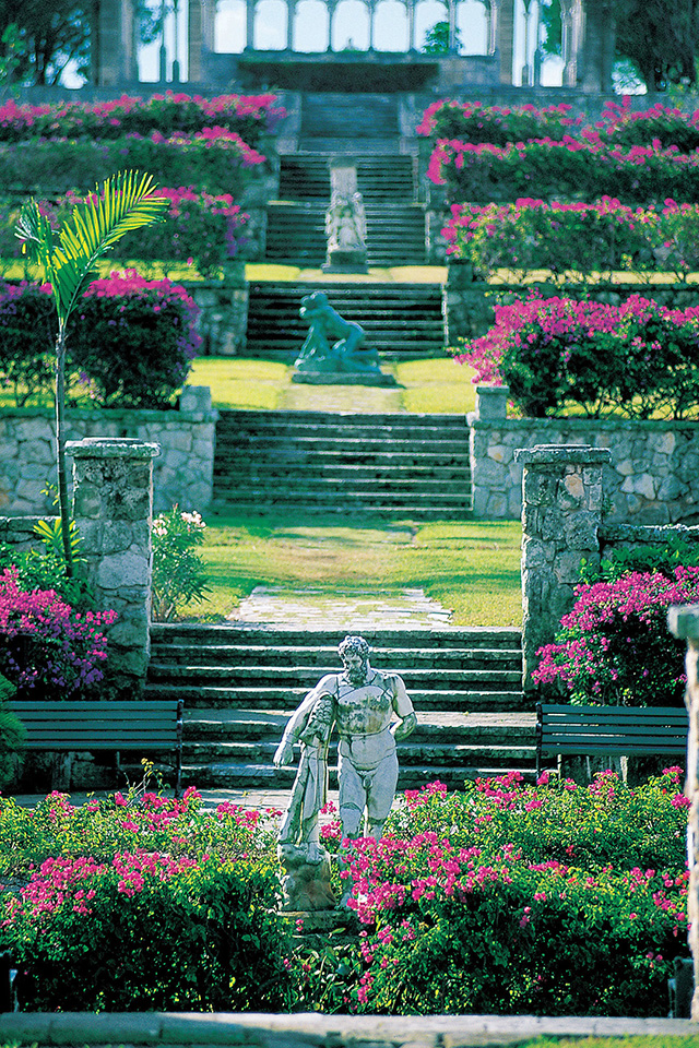 Bahamas Versailles Gardens Wallpaper